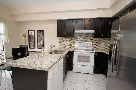 Town Homes Under 520k - 66 Bluewater Crt, Toronto - kitchen
